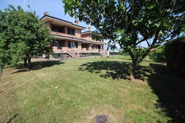 TREZZANO ROSA Villa con ampio giardino privato